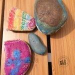 Spielidee: bunte Bilder auf Stein