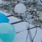 Eisballons. Ein Winterexperiment