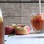 Homemade Bio-Eistee mit Pfirsich und Apfel | Rezept