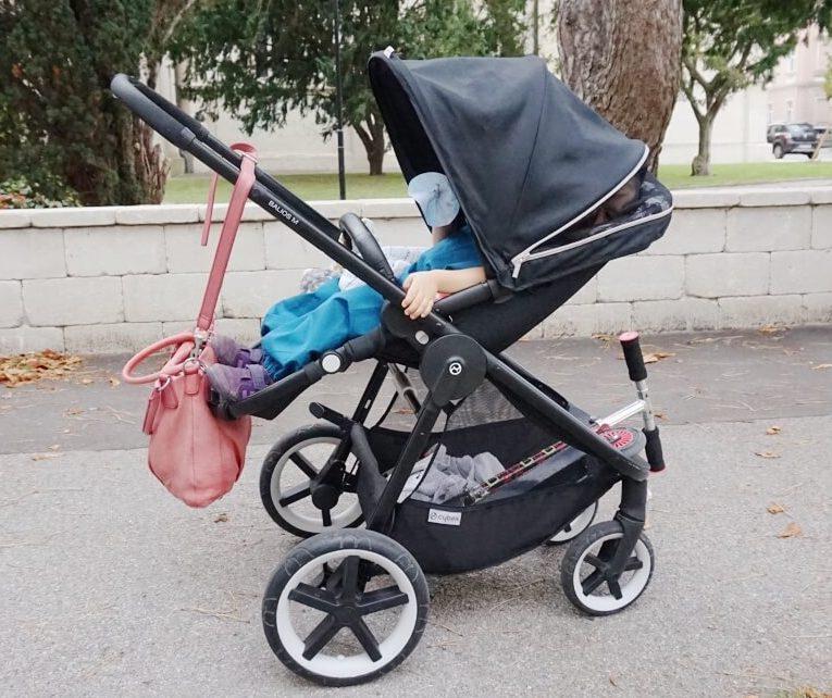 praktischer Kinderwagen