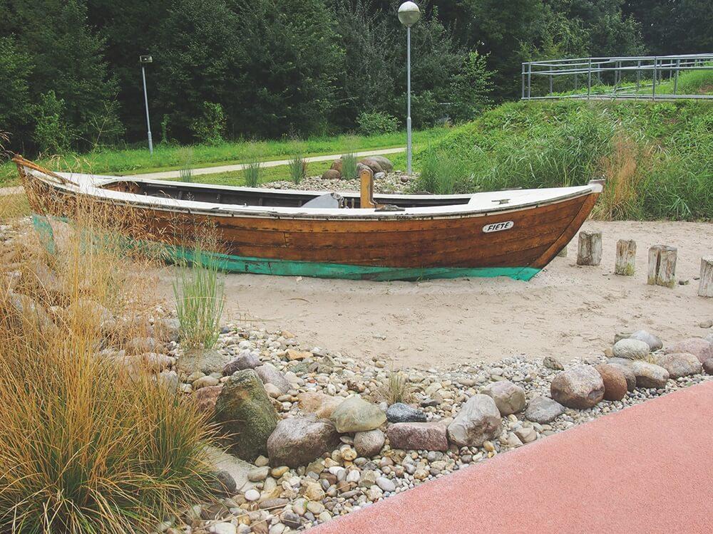 Boot-sommer-am-spielplatz-garten-tulln-die kleine botin