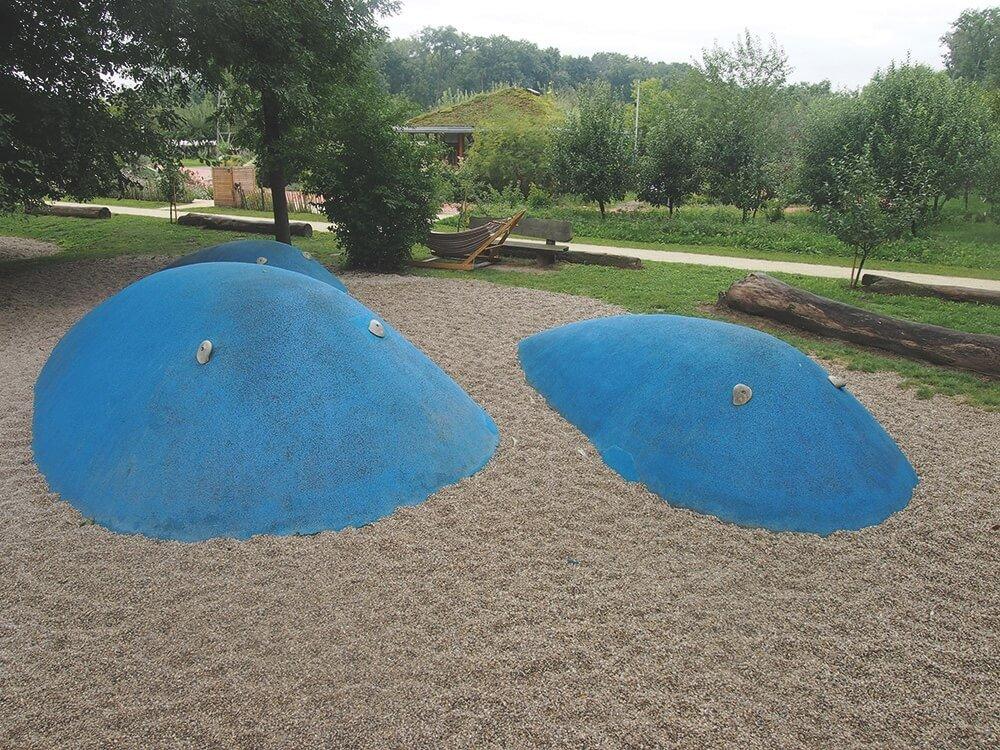 blaue wale-sommer-am-spielplatz-garten-tulln-die kleine botin
