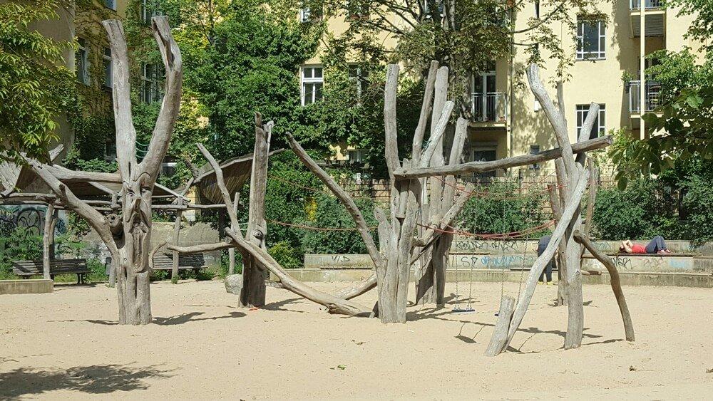 drachen-spielplatz-berlin-große koepfe-die kleine botin-3