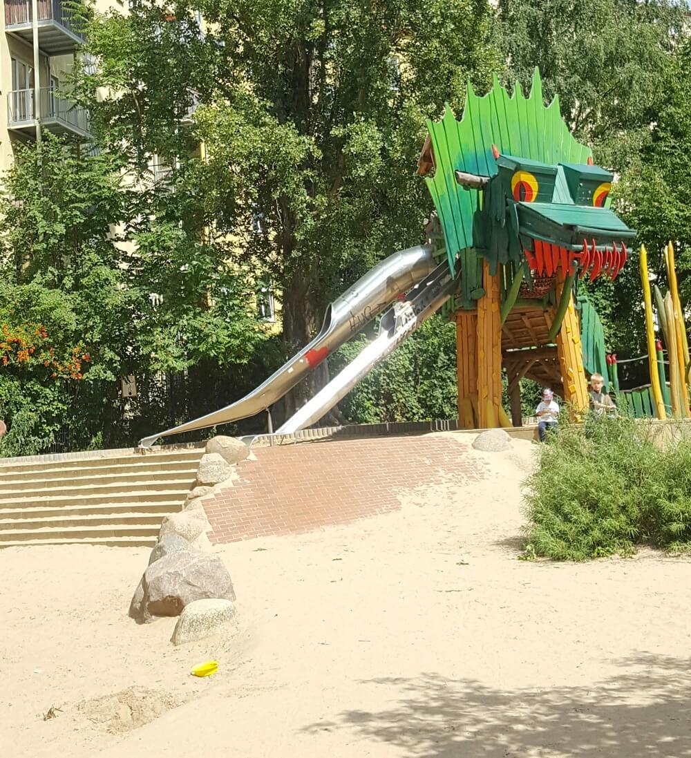 drachen-spielplatz-berlin-große koepfe-die kleine botin-2