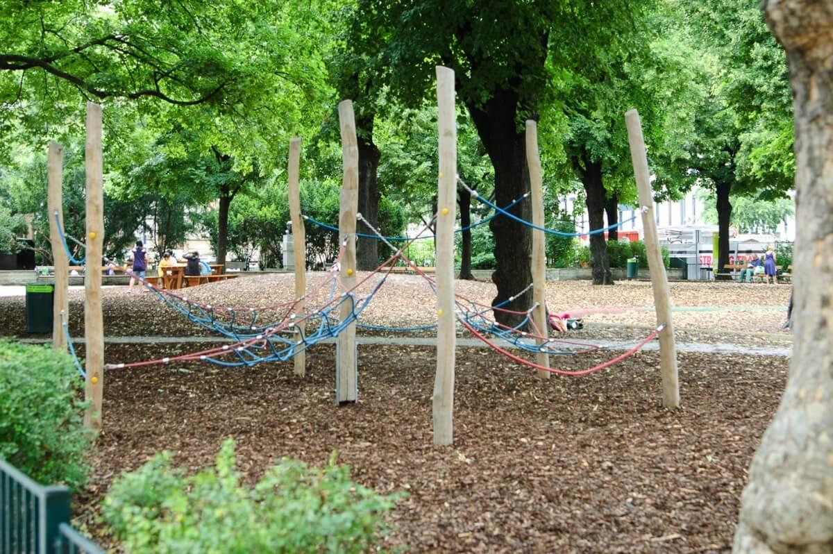 sommer am spielplatz die kleine botin Hermann Gmeiner Spielplatz 1 von 6
