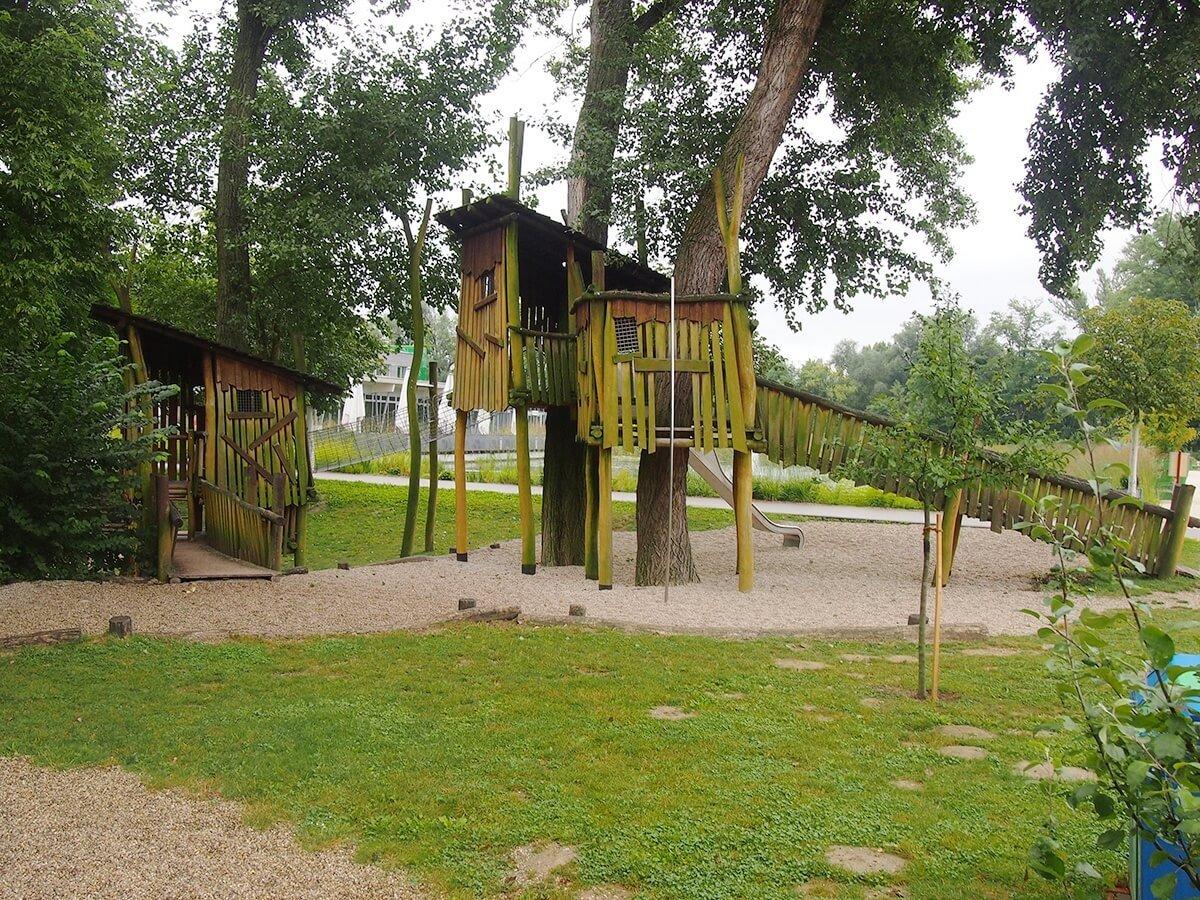 sommer-am-spielplatz-garten-tulln-1200erBild