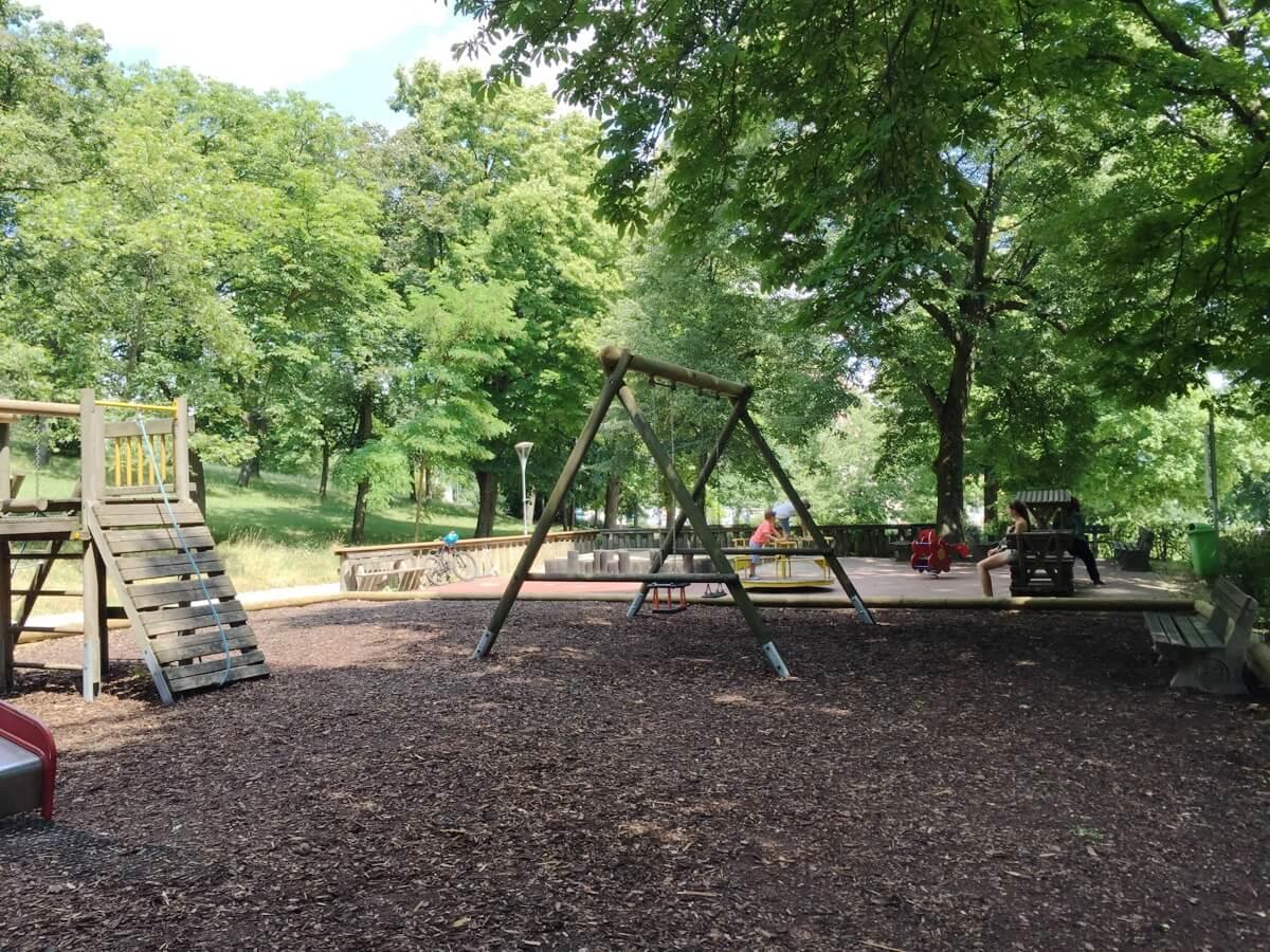 sommer-am-spielplatz-perchtoldsdorf-die kleine botin-beitragsbild