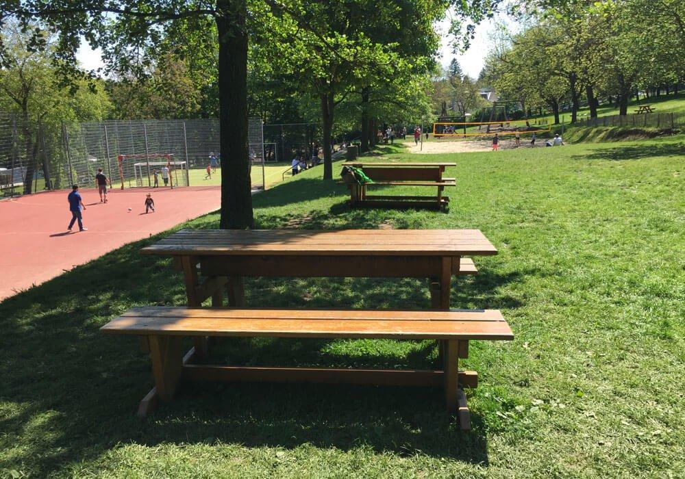 09 poetzleinsdorfer park Tische Picknick