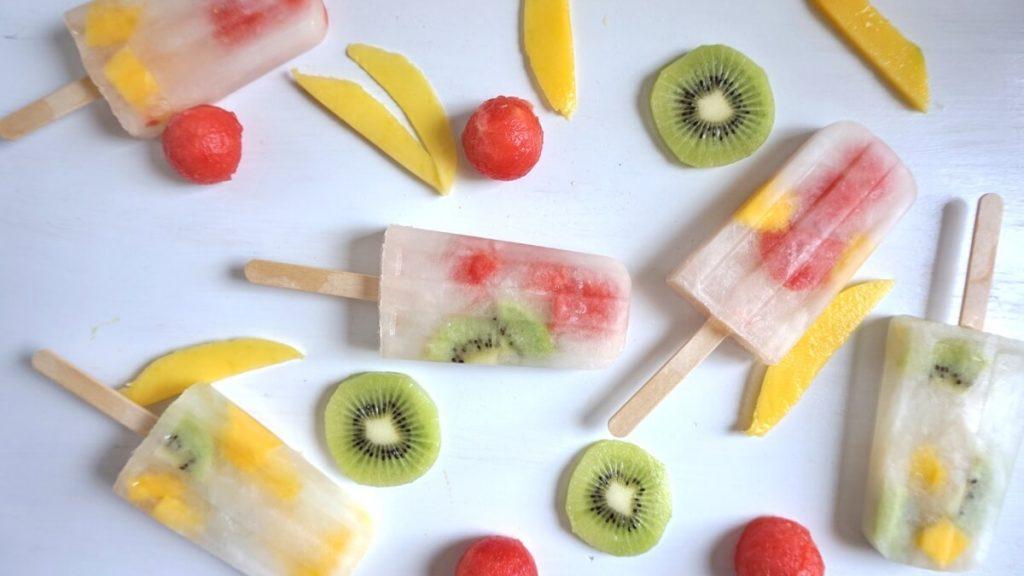 einfaches Eis mit Obst