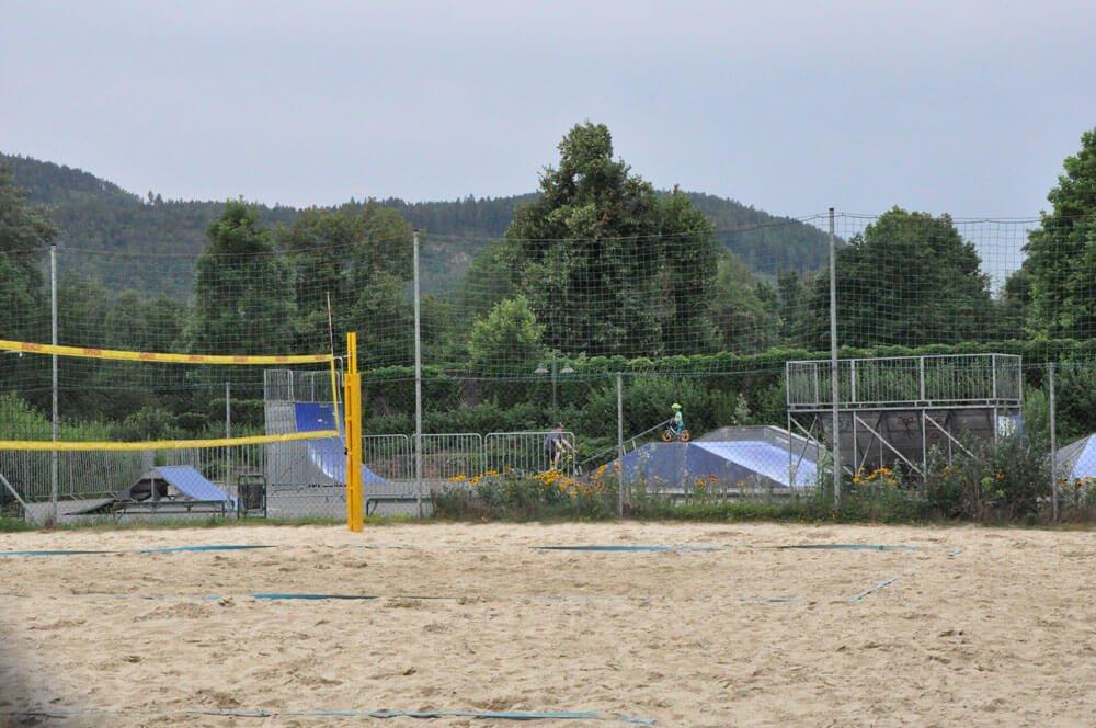 sommer am spielplatz hausnummersechs Skaterpark Beachvolleyball 1