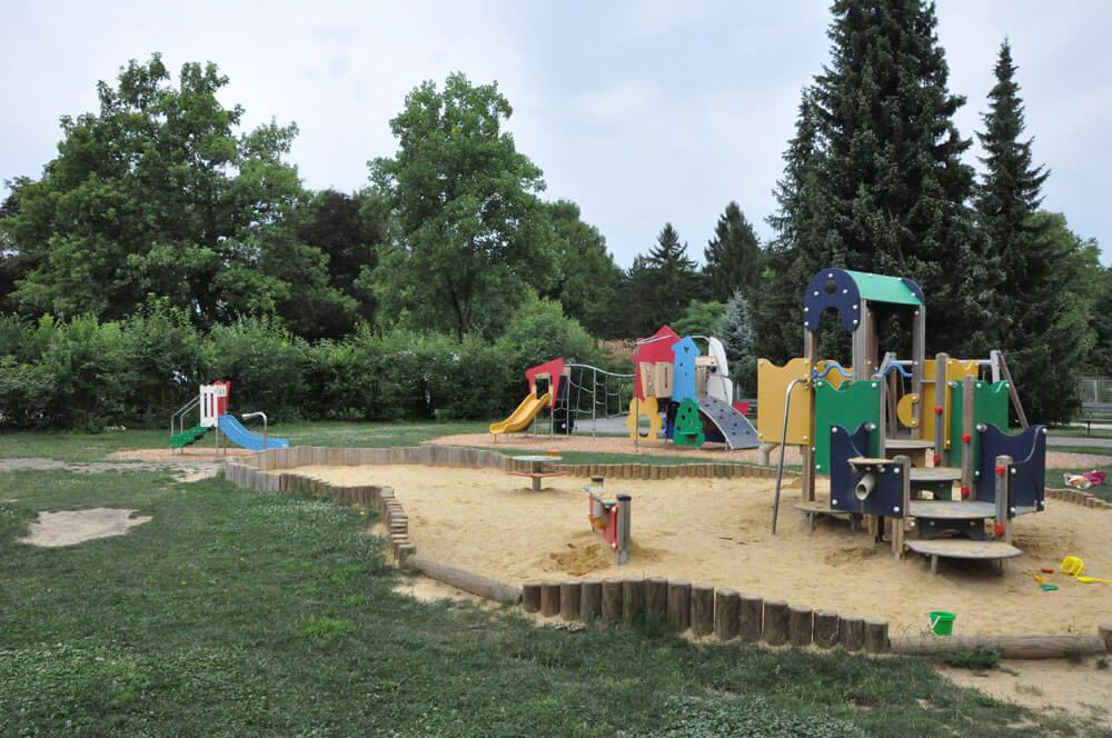 sommer am spielplatz hausnummersechs sommer am spielplatz hausnummersechs Ueberblick Kleinkindbereich 1