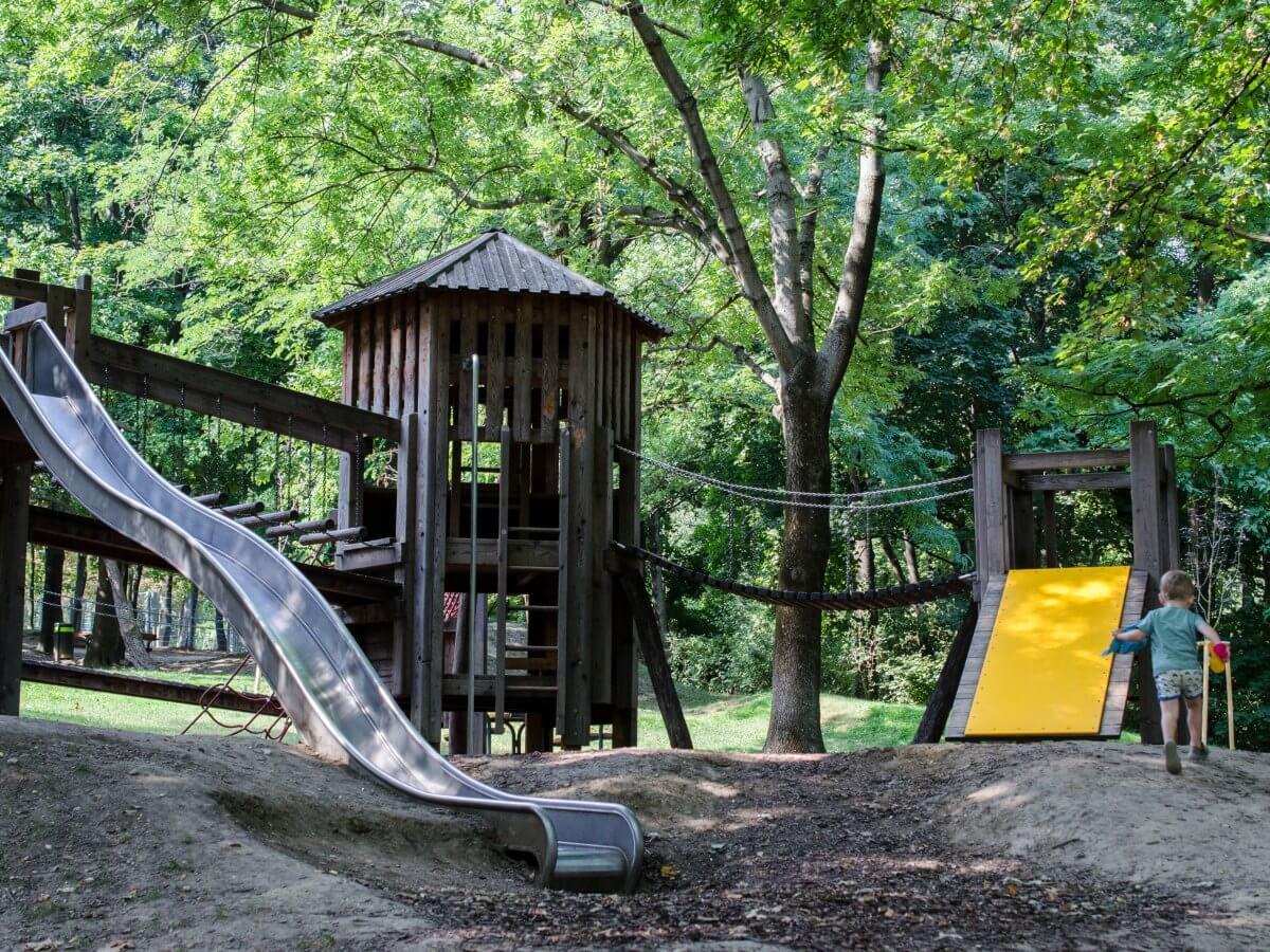 Marillenalm Spielplatz Klettergerüst