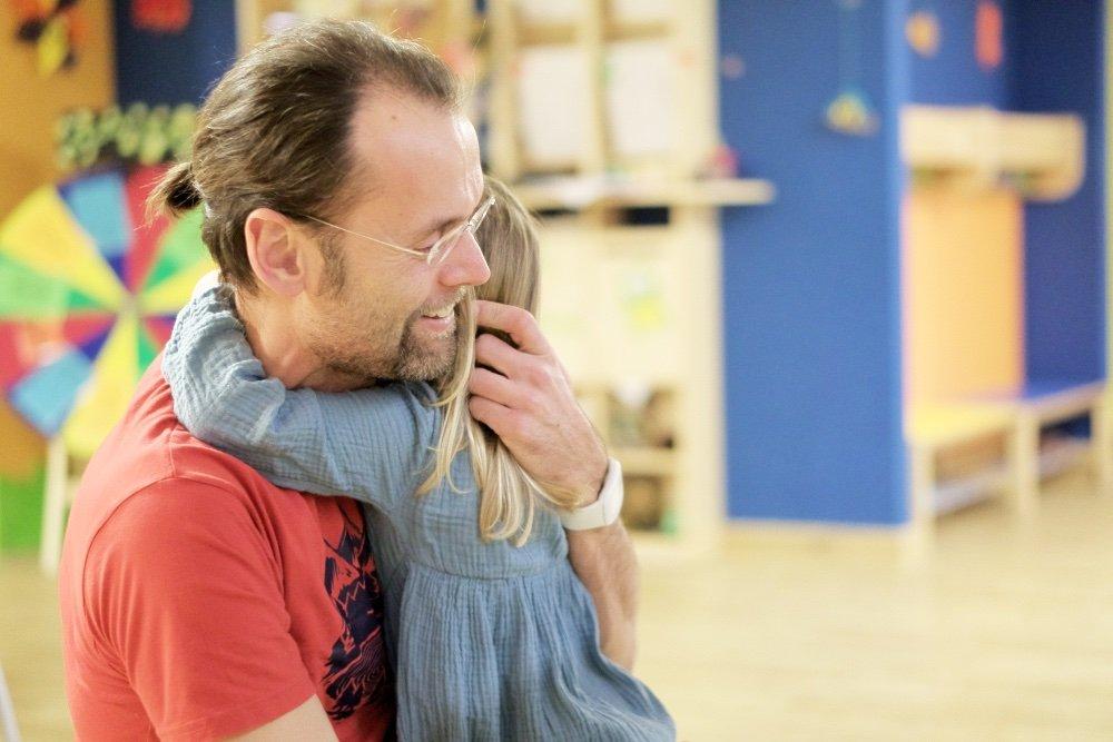 erziehung bindungsorientiert: Kinder trösten