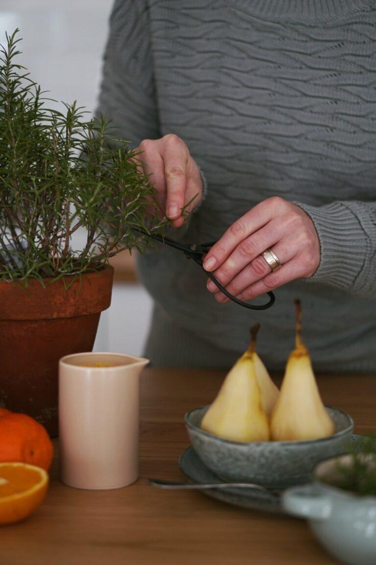 Winter-Dessert | Birnen mit Rosmarin, Orange und Honig