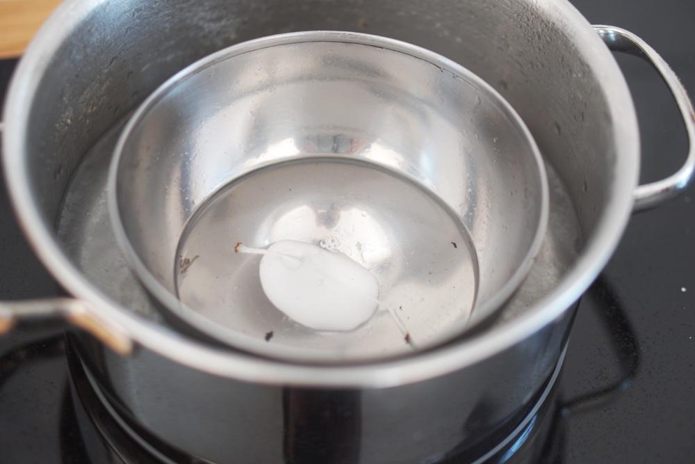 osterdeko | bunte osterkerze mit farbverlauf gießen