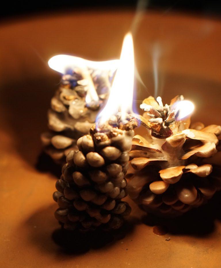 Zapfenfackel aus alten Kerzen